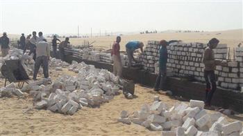 رئيس مدينة ملوي بالمنيا يتابع أعمال إنشاء سور دير أبو فانا الأثري