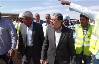 وزير الكهرباء يتفقد محطة الطاقة الشمسية بأسوان   صور
