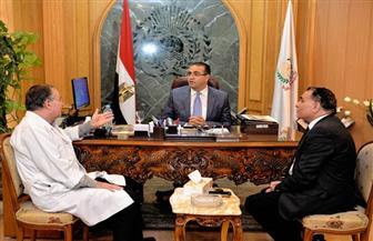 رئيس جامعة المنصورة يبحث انعقاد اجتماع اللجنة العلمية لترقية أستاذة الجراحة