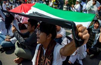 """""""حرِّروا القدس والفلسطينيين"""".. 10 آلاف إندونيسي أمام السفارة الأمريكية لرفض قرار """"ترامب"""""""