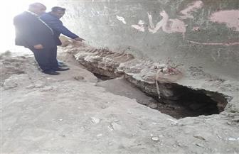 صرف التعويضات لأهالي عزبة التحرير بأسوان بعد تضرر منازلهم بسبب كسر خط مياه | صور