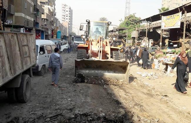 رفع إشغالات وسيارات متهالكة خلال حملة لإزالة التعديات ببولاق الدكرور| صور