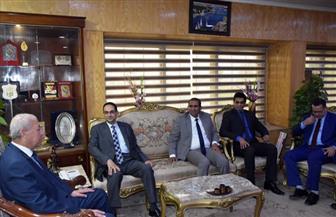 محافظ أسوان يلتقي رئيس المركزي للتنظيم والإدارة