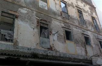 إزالة مبنى آيل للسقوط يمثل خطورة داهمة بدمياط