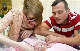 أول حالة تبقى على قيد الحياة.. ولادة طفلة بقلب خارج القفص الصدري!   فيديو