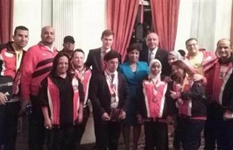 السفارة البريطانية تكرم سباحة مصرية.. تعرف على صاحبة الـ 150 ميدالية ذهبية