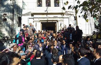 احتشاد عشرات المحامين أمام نقابتهم للمطالبة بتنفيذ أحكام القضاء بإلغاء ضوابط القيد والاشتراك | صور