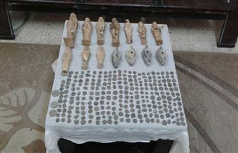 ضبط ٢٨٠ قطعة أثرية بحوزة عاطل بالمنيا | صور