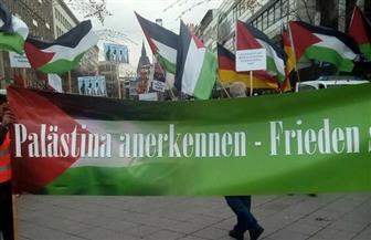 عدد من أفراد الجالية اليهودية بألمانيا يحاولون التشويش على وقفة عربية بشأن القدس في هانوفر / صور