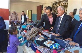 توزيع 320 حقيبة على طلاب مدرسة الرويسات للتعليم الأساسي
