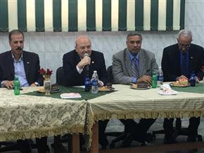 رئيس جامعة الزقازيق يكرم مدير عام الإدارة العامة للمدن الجامعية
