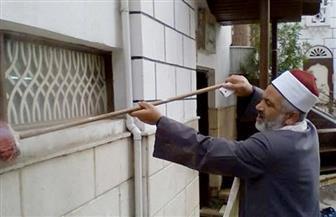 أئمة دمياط يشاركون في نظافة المساجد بزيهم الأزهري   صور
