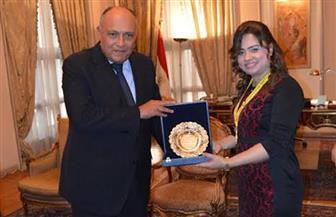 سامح شكري يستقبل بطلة العالم في الكيك بوكسينج.. ويؤكد: نموذج يحتذى للمرأة المصرية