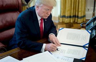 ترامب يوقع أمرا تنفيذيا لإعطاء الأمريكيين الأولوية لشحنات لقاح فيروس كورونا