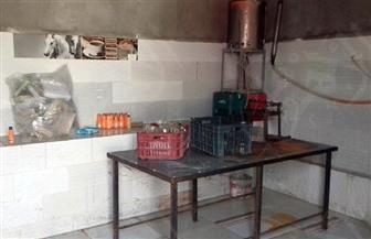 ضبط 27 ألف عبوة عصير بمصنع غير مرخص لتعبئة المواد الغذائية بالفيوم | صور