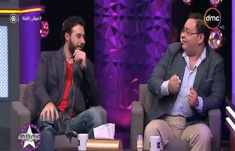 أشرف عبدالباقي يتلقى هدية غريبة من أحمد السعدني وأحمد رزق | فيديو