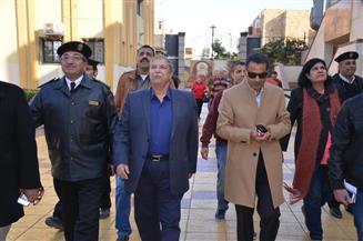 محافظ الإسماعيلية ومدير الأمن يتابعان تأمين الكنائس استعدادًا لاحتفالات عيد الميلاد المجيد