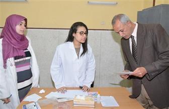 توقيع الكشف الطبي على 550 مواطنًا بقرية في سوهاج | صور