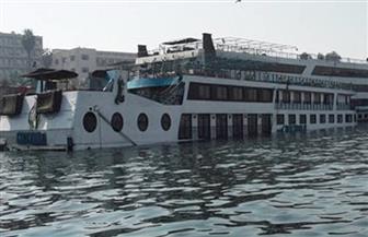 تعويم عدد من المراكب بعد شحوطها في النيل بمدينة أرمنت بالأقصر