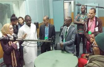 رئيسة شبكة الإذاعات الموجهة تصطحب الإعلاميين الأفارقة في جولة باستوديوهات الإذاعة بماسبيرو | صور