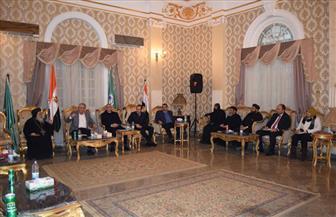 محافظ المنيا ومدير الأمن يتابعان مع الأساقفة إجراءات تأمين الكنائس