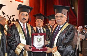 """في احتفال """"عيد العلم"""": جامعة الفيوم تمنح جائزتها التقديرية الدكتور جلال سعيد"""
