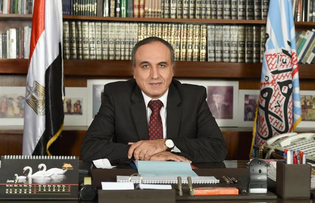 نقيب الصحفيين يهنئ الرئيس السيسي.. ويؤكد وعى الشعب وقدرته على تحديد مصيره -