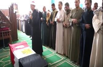 محافظ قنا يتقدم جنازة شهيد الواجب الوطني في سيناء| فيديو وصور