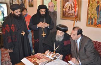 محافظ الدقهلية وقيادات الأمن يخضعون للتفتيش في زيارة دير القديسة دميانة | صور