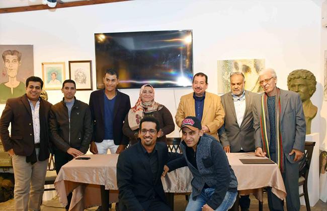 شاعر يمني يفوز بالجائزة الأولى في مسابقة عفيفي مطر   صور -