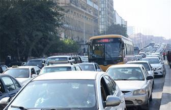 كثافات مرورية متوسطة بمعظم الطرق والمحاور بالعاصمة