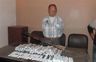 حبس متهمين 4 أيام بعد اقتحام وكر لتجارة المخدرات والسلاح بأسوان