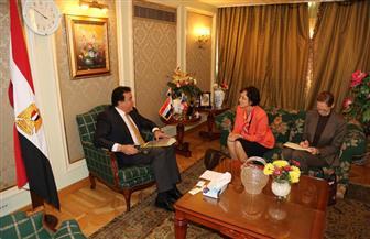 وزير التعليم العالي يبحث سبل تحقيق الشراكة بين الجامعات المصرية والتشيكية مع سفيرة التشيك