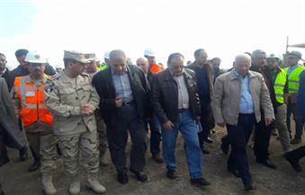 """""""محلب"""" و""""الغضبان"""" يتفقدان أعمال حفر 90% من أنفاق بورسعيد"""