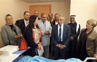 """محافظ شمال سيناء يزور مصابي """"الروضة"""" بمستشفى جامعة الأزهر التخصصى"""