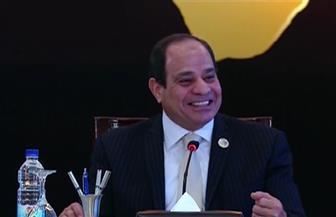 """الرئيس السيسي مداعبًا رجال الأعمال: """"ما تتشطروش علينا"""""""