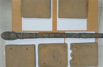 ضبط 102 قطعة أثرية أثناء محاولة تهريبها لإنجلترا وألمانيا والكويت | صور