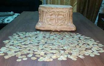 القبض على طالب وربة منزل بحوزتهما تاج عمود وعملات رومانية في منيا القمح بالشرقية