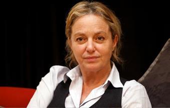 """المخرجة أيرينا بروك تطرح مشاكل المهاجرين الأفارقة في مسرحيتها """"الأرض السوداء"""""""