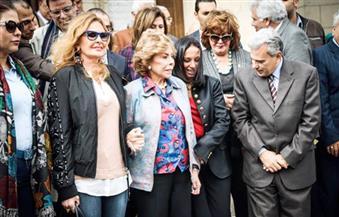 إلهام شاهين ويسرا ومايا مرسي والتلاوي ونصار في مسيرة لمنظمة المرأة العربية بالتعاون مع جامعة القاهرة