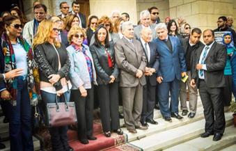 بالصور.. منظمة المرأة العربية تُنظم مسيرة لدعم التضامن العربي مع النساء اللاجئات بالتعاون مع جامعة القاهرة