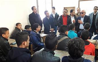 بالصور.. محافظ بورسعيد يهنئ الطلاب بعودتهم للمدارس بالفصل الدراسي الجديد