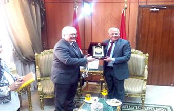 محافظ بورسعيد يستقبل القنصل الأمريكي بالقاهرة ويبحث معه سبل التعاون بين البلدين