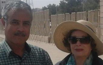 جيهان السادات تلتقي بمدير آثأر أسوان عقب زيارة المسلة الناقصة