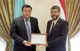 كازاخستان تمنح الكاتب الصحفي محمد صابرين جائزة التميز