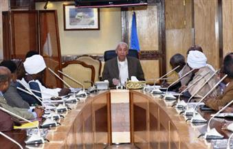محافظ أسوان يلتقي ممثلي الجمعيات الزراعية النوبية