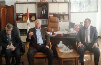 بالصور.. محافظ أسوان يعقد اجتماعًا مع رؤساء جمعيات  ومشايخ الصيادين