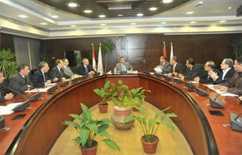 وزير النقل: تدعيم جميع الطرق باللوحات الإرشادية والانتهاء من تنفيذ كافة الكباري على النيل