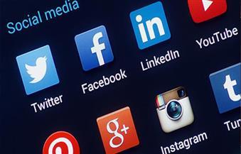 كيف تحولت وسائل التواصل إلى أدوات للجريمة والإبتزاز؟ خبراء يحذرون من 5 ممنوعات تؤدى إلى السجن