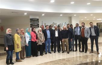 وفد من الجامعة البريطانية بالقاهرة يزور مقر مستشفى علاج الأورام بالمجان بالأقصر